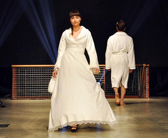 Denizli Fashion Week'te bornozdan gelinlik