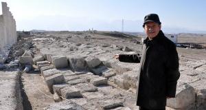 Laodikya'da 7 metrelik tepenin altından Kutsal Agora çıktı