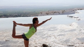 Beyaz cennette yoga keyfi