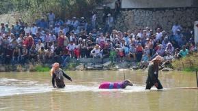 """Denizlide asırlık Sudan Koyun Atlatma Yarışması"""" başladı"""