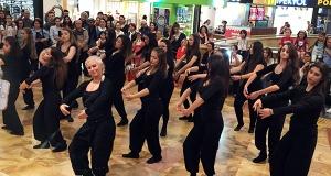 Pahoy ve Tuana, Dünya Dans Gününü çağdaş modern dansla kutladı