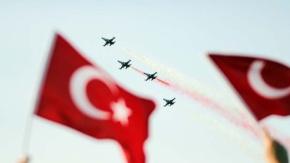 Türk Yıldızları İzmir'de nefes kesti