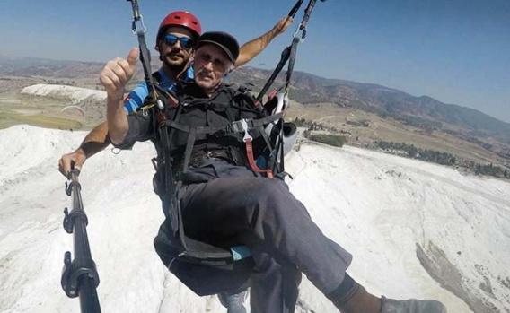 Denizli'de Şehit ve gazi yakınlarının yamaç paraşütü keyfi