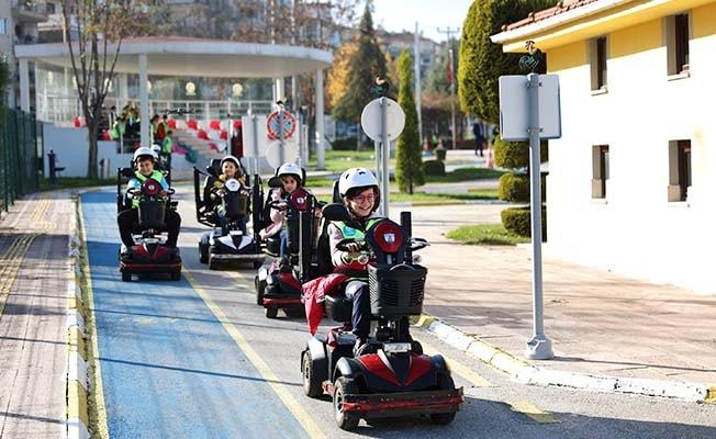 Trafik kurallarını eğlenerek öğrendiler