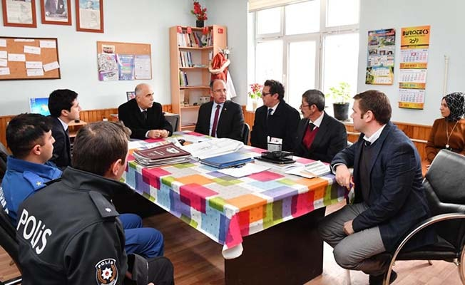 Vali Karahan Beyağaç'ı ziyaret etti
