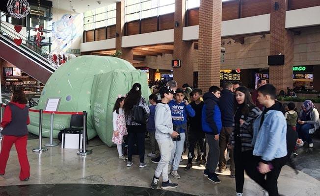 Forum Çamlık ziyaretçisi çocuklar Planetaryumda buluştu