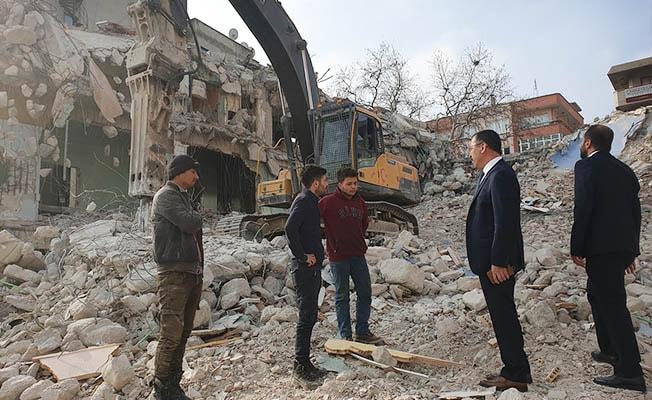 Rektör Bağ, yıkımı süren eski PAÜ Hastanesinde inceleme yaptı