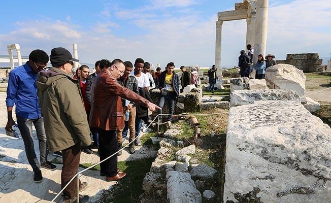 Yabancı öğrenciler Antik Çağ'a yolculuk yaptı