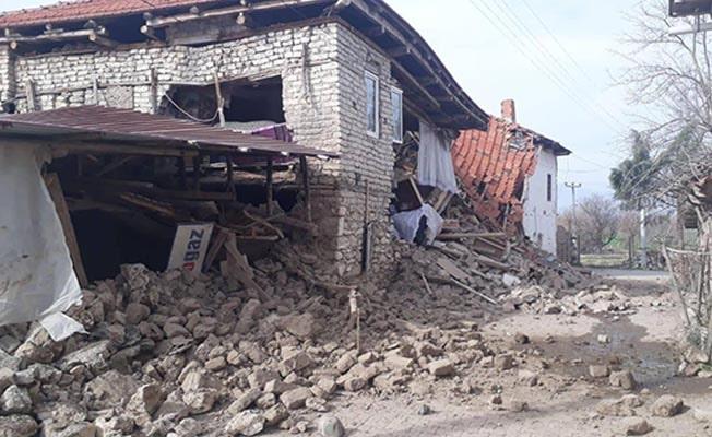 5 ev yıkıldı, hastalar bahçeye taşındı