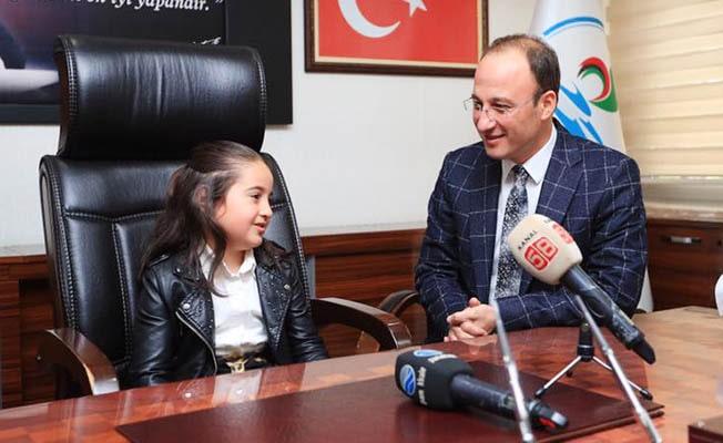 Başkan Örki Makamı, Çocuk Bayramında Çiçek'e devretti