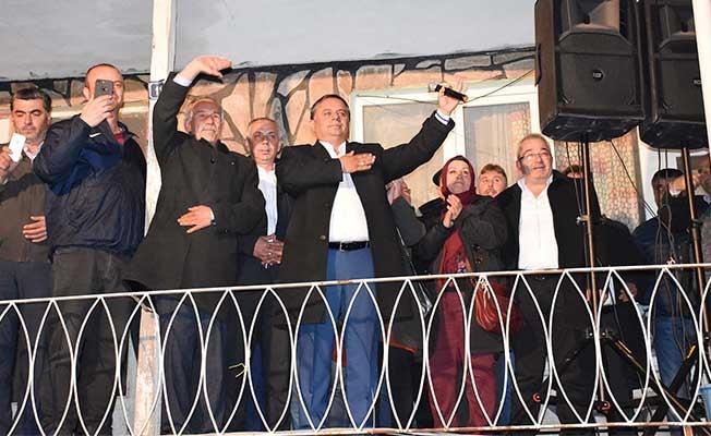 Çal'da Akcan zaferini sabaha kadar kutladı