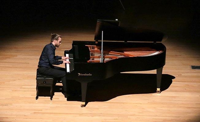 Denizlili genç müzisyenden piyano resitali
