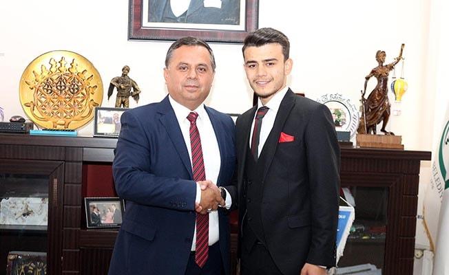 Genç Muhtara Akcan'dan destek