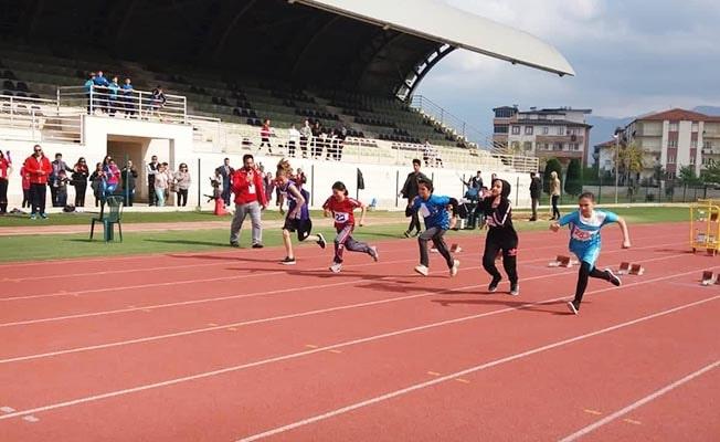 Minik Atletler madalya için ter döktü