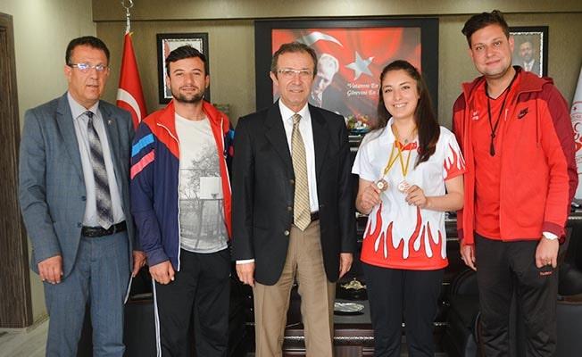 Başarılı sporcu, şampiyonluk sevincini İbanoğlu ile paylaştı