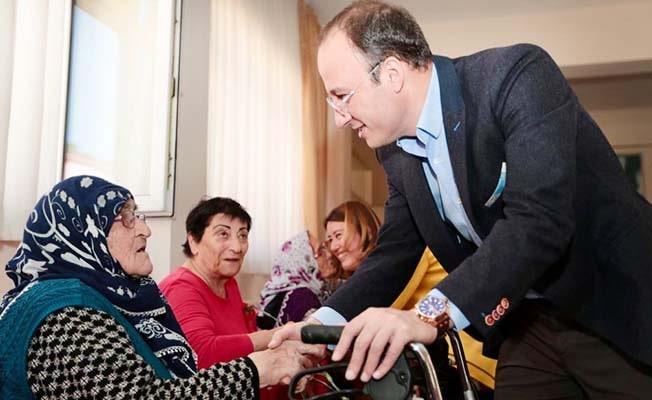 Başkan Örki huzurevindeki Anneleri unutmadı