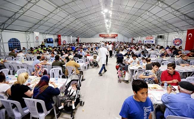 Büyükşehir'in Ramazan geleneğinde ilk iftar Pazartesi