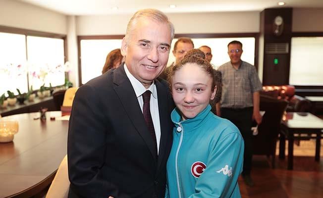Genç Sporcular Başkan Zolan'ı ziyaret etti