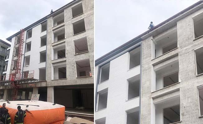 İntihar için çatıya çıkan genci, polis ekipleri vazgeçirdi