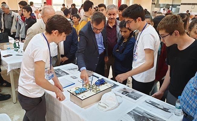 MÜSİAD, TÜBİTAK 4006 Bilim Fuarı'nı ziyaret etti