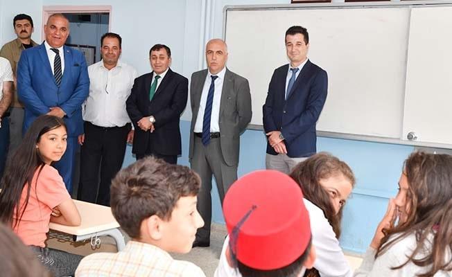 Diplomalarını Vali Karahan'dan aldılar
