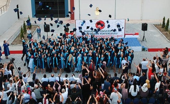 Kale MYO'da mezuniyet coşkusu