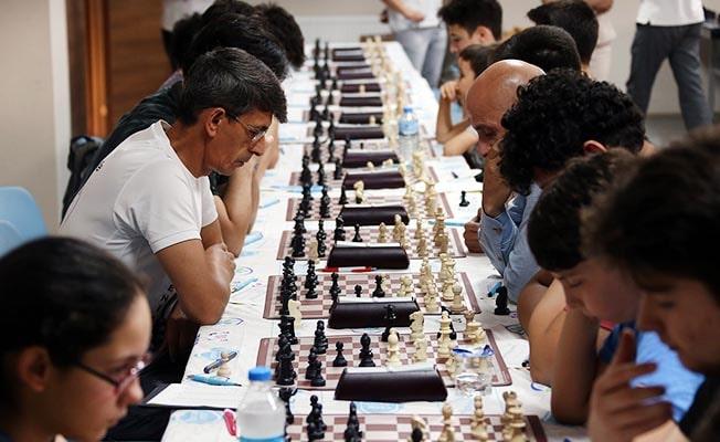 Satranç Turnuvası ilk hamle ile başladı