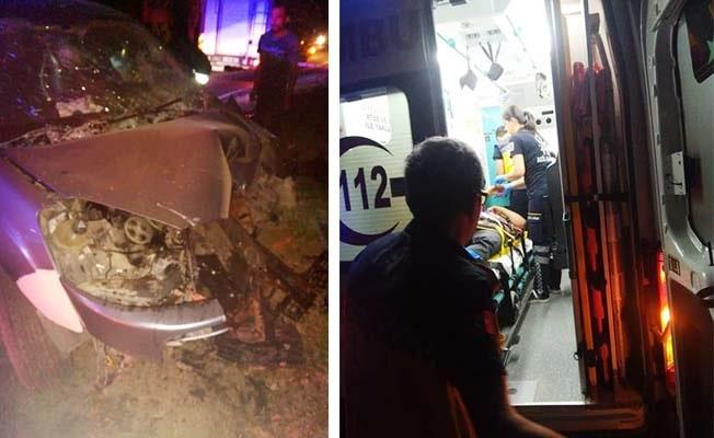 Otomobil yol kenarındaki ağaçlara çarptı: 3 yaralı