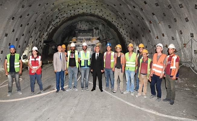 Vali Karahan Honaz Tüneli'nden araç ile geçti