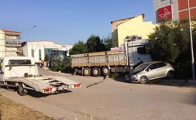 Zincirleme kaza ucuz atlatıldı: 4 yaralı