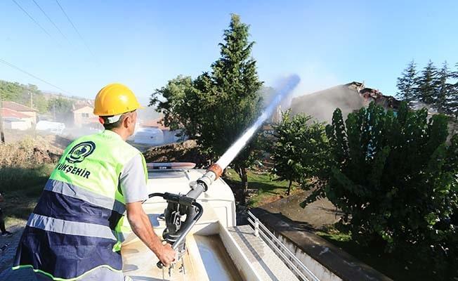 Büyükşehir ekipleri, can güvenliği riski taşıyan binalara müdahale ediyor