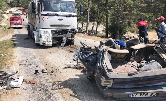 Hurdaya dönen otomobilde şoför yaşamını yitirdi