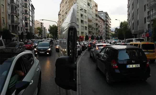 Maç öncesi Atatürk Stadı çevresinde trafik yoğun