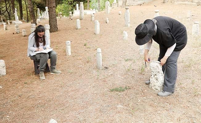 Mezar taşları Türk İslam Kültüründen izler taşıyor