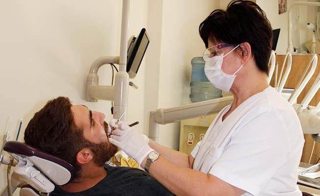 """Dt. Karaağaç: """"Diş tedavilerinde önceliğimiz dişi canlı tutmak"""""""