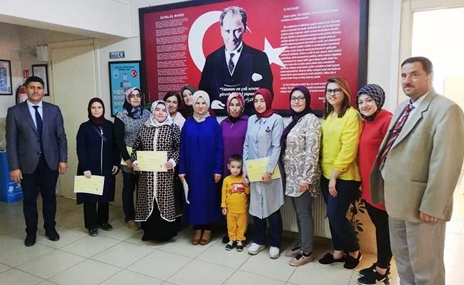Kadın Giysileri Dikim Kursu'nu tamamladılar sertifikalarını aldılar