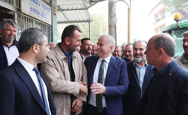 Başkan Zolan Çivril'de hemşehrileriyle kucaklaştı