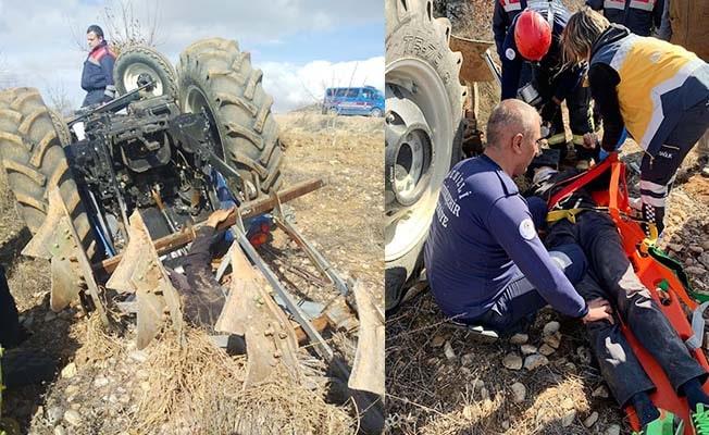Devrilen traktörün altında kalan adam ağır yaralandı