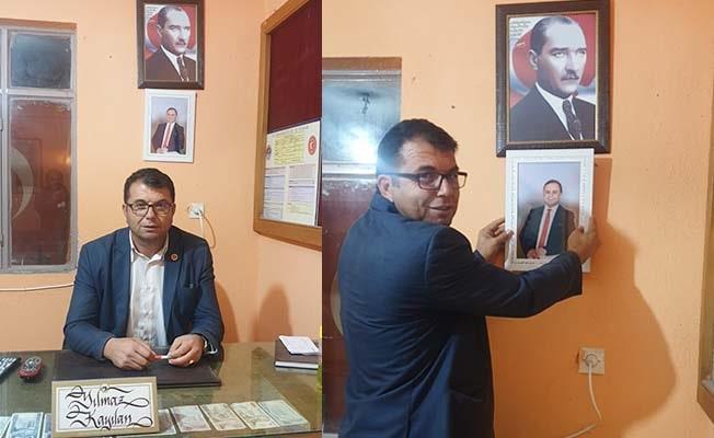 CİMER'e şikayet edilen muhtar afişi kaldırdı, fotoğraf astı