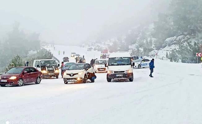 Denizli'de kar yağışı merkeze ulaştı: Cankurtaran'a dikkat!