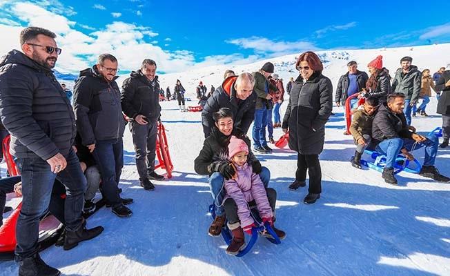 Kayak Merkezinde Kar keyfine ortak oldular