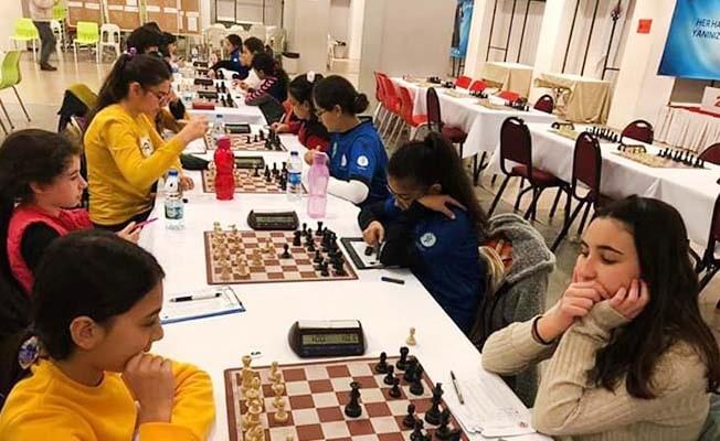 Satrançta kadınlar yarıştı