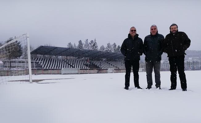 Çal'da bölgesel Amatör Lig maçına kar engeli