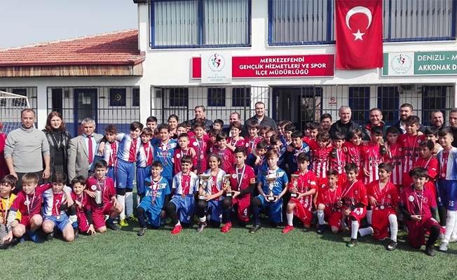 Futbolda şampiyon Sıdıka Çalışkan Ortaokulu