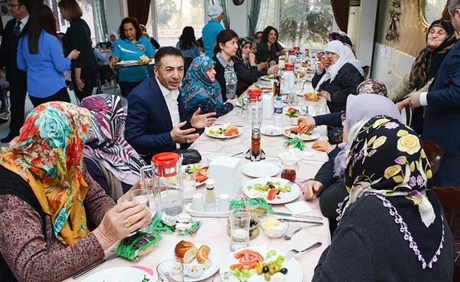 DTO yönetimi, Huzurevi sakinlerini ziyaret etti