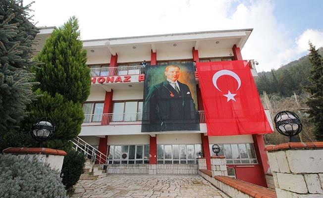 Honaz Belediyesi'nden Türk Bayraklı tepki