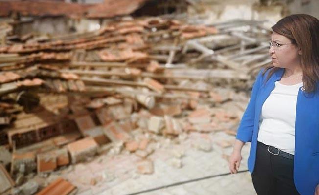 """Karaca: """"170 aile konteynerda yaşamaya devam ediyor"""""""