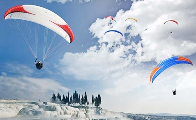 Paraşütle uçuş izni Pamukkale Belediyesi'nden alınacak