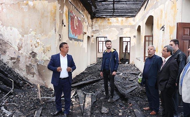 Çal'da yanan 92 yıllık okul restore edilecek