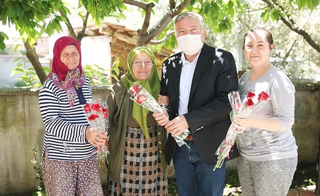 Kepenek'ten Annelere binlerce karanfil